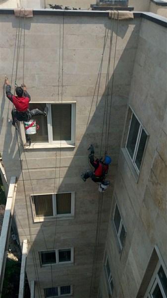 پیچ و رولپلاک نما با طناب و بدون داربست توسط تیم آسیاراپل
