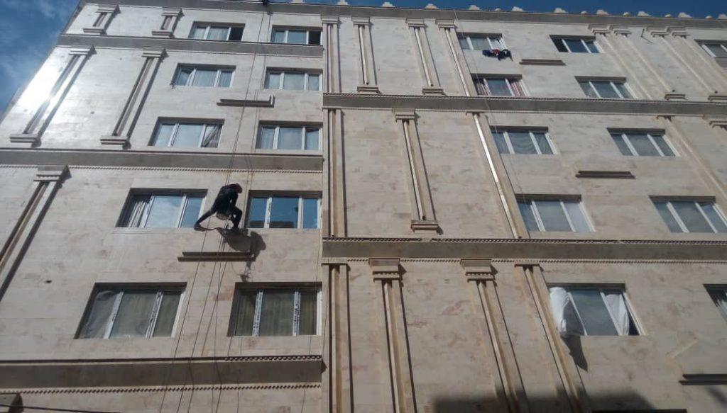هزینه پیچ و رولپلاک سنگ ساختمان